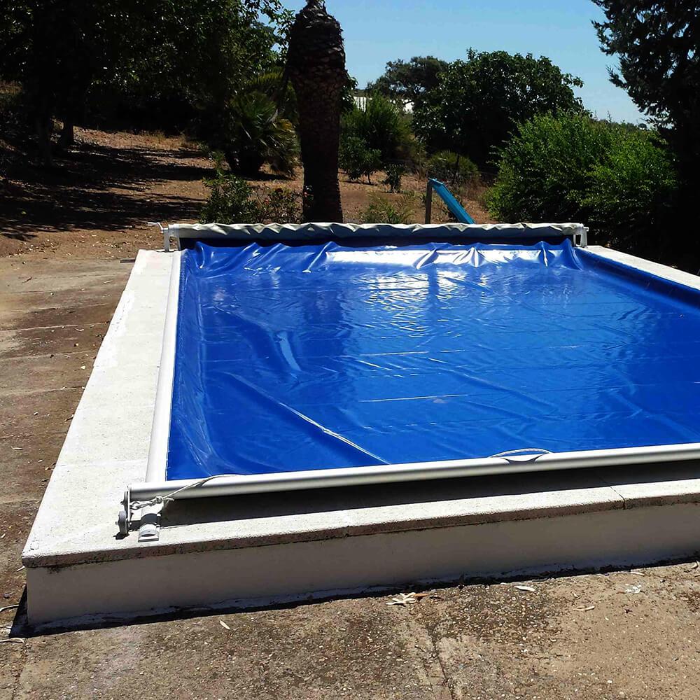 Ejemplo de instalación de cubierta manual para piscina